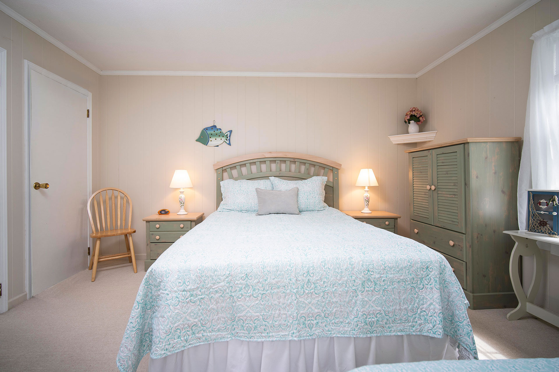 1 Bedroom Hyannis Vacation Rental Cottage Queen Bed