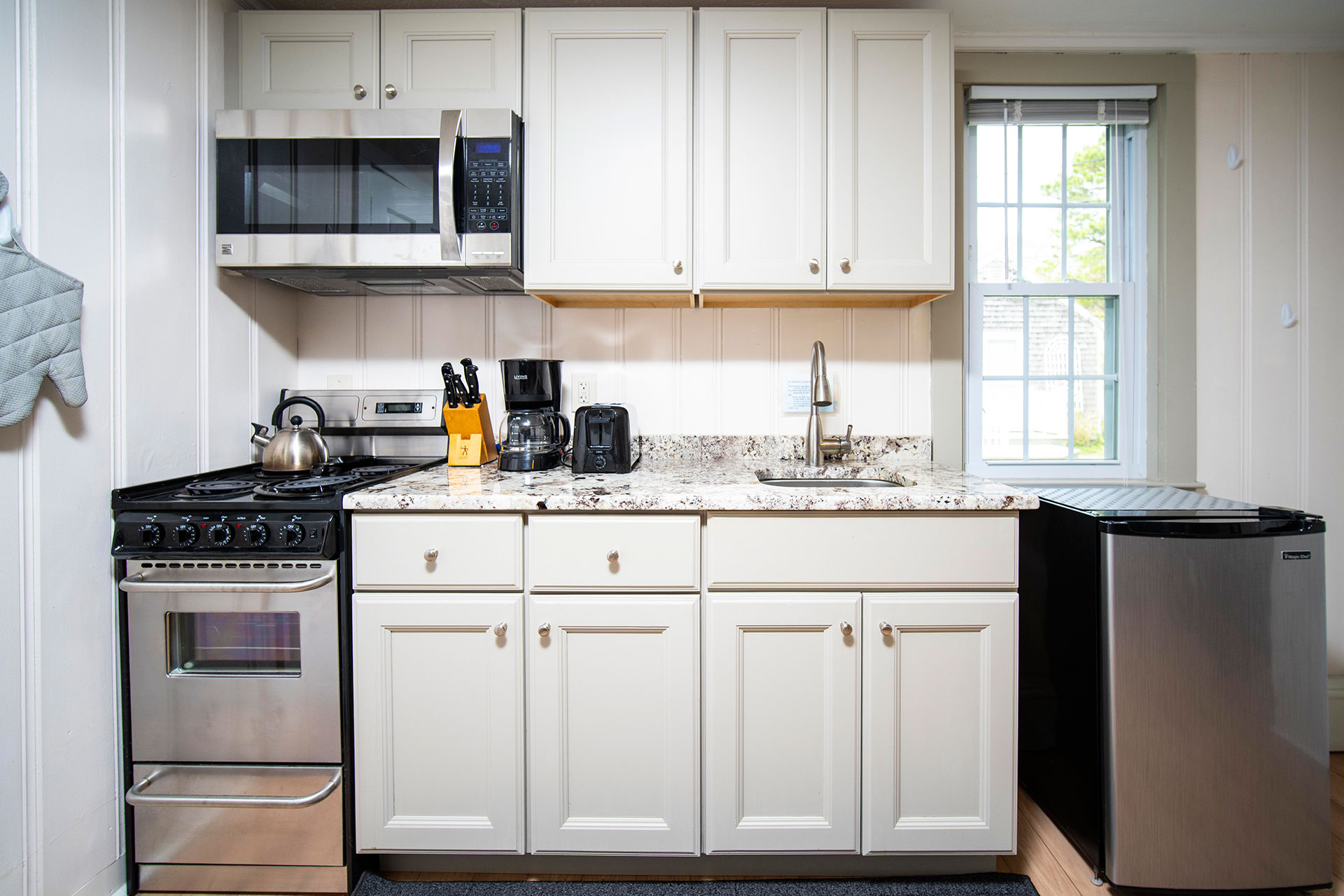Vacation Rental Cape Cod Studio Kitchenette